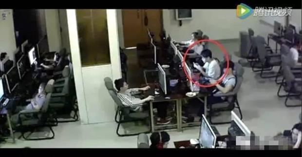 Chàng trai trẻ bị điện giật chết vì vừa sạc pin vừa chơi điện thoại trong quán net - Ảnh 2.