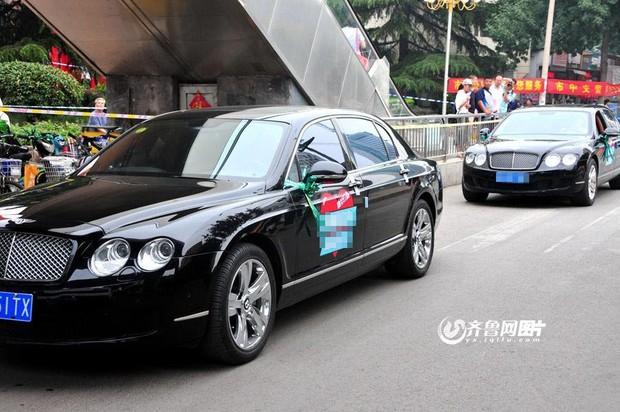 Dàn siêu xe chưa kịp tiếp sức mùa thi đã bị cảnh sát đuổi đi chỗ khác - Ảnh 7.