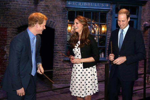 Tình cảm thân thiết đáng kinh ngạc giữa Công nương Kate và Hoàng tử Harry - Ảnh 6.