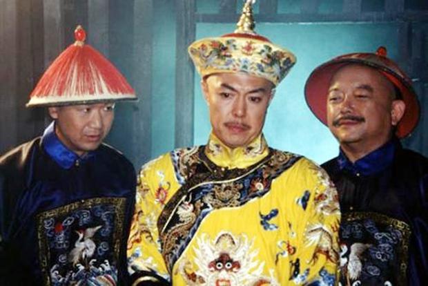 Gã đàn ông giả danh Vua Càn Long uống thuốc trường sinh bất tử để lừa đảo tiền tỷ - Ảnh 2.