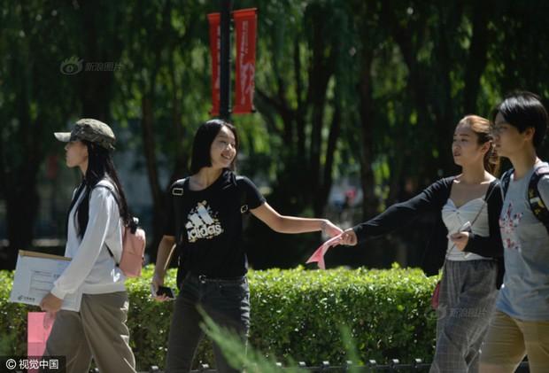 Những nữ sinh xinh đẹp trong ngày báo danh ở lò đào tạo minh tinh hàng đầu Trung Quốc - Ảnh 15.