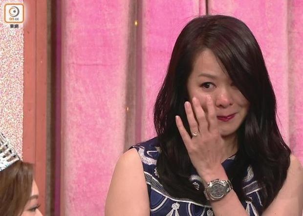 Chưa kịp gây tiếng vang, Hoa hậu Hong Kong 2016 đã bị lu mờ trước vẻ trẻ đẹp của mẹ mình - Ảnh 3.