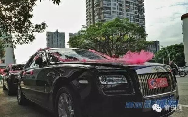 Đám cưới nhà giàu toàn Rolls-Royce siêu sang, cô dâu cổ đeo trĩu vàng - Ảnh 7.