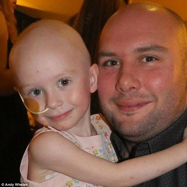 Bức ảnh bé gái 4 tuổi gồng mình chiến đấu với căn bệnh ung thư khiến ai cũng nhói lòng - Ảnh 8.