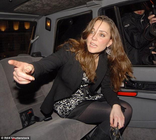 Có một điểm đặc biệt trên đôi tay Công nương Kate mà không phải ai cũng nhận ra - Ảnh 2.