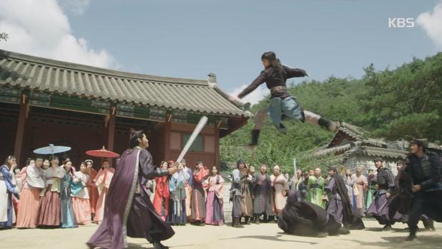 """""""Hwarang"""": Sung Dong Il bất chấp thủ đoạn hòng chiêu mộ nhân tài - Ảnh 11."""