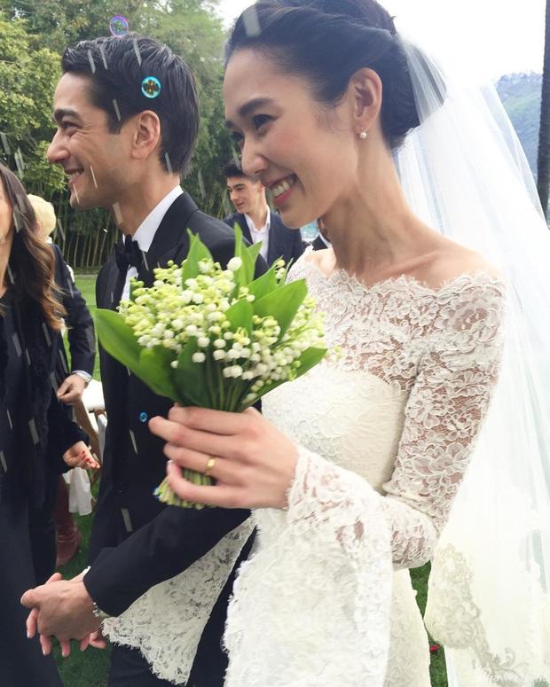 Siêu mẫu Nhật Bản tổ chức lễ cưới ấm cúng cùng chồng điển trai - Ảnh 6.