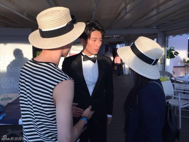 Sao Điều tuyệt vời nhất của chúng ta xuất hiện cùng bạn gái tin đồn ở Cannes - Ảnh 1.
