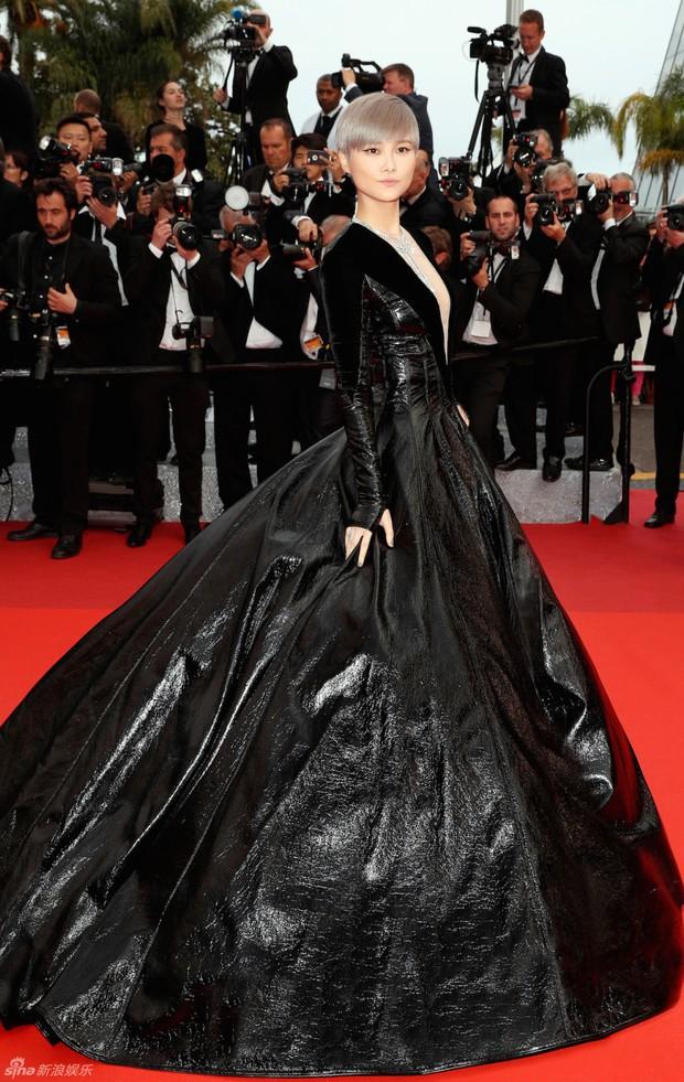 Sao Điều tuyệt vời nhất của chúng ta xuất hiện cùng bạn gái tin đồn ở Cannes - Ảnh 9.