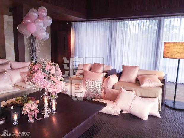 Lâm Tâm Như mở tiệc chia tay cuộc đời độc thân ngập tràn sắc hồng - Ảnh 2.