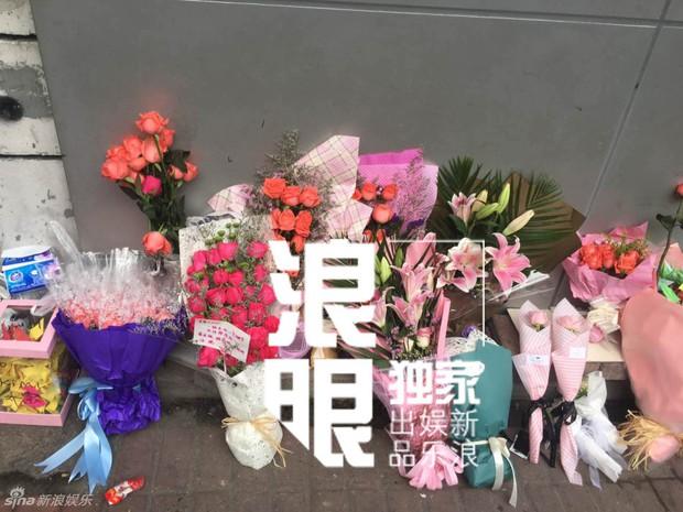 Trần Kiều Ân khóc không ngừng trong lễ an táng mỹ nam Kiều Nhậm Lương - Ảnh 24.
