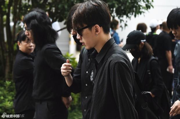 Trần Kiều Ân khóc không ngừng trong lễ an táng mỹ nam Kiều Nhậm Lương - Ảnh 11.