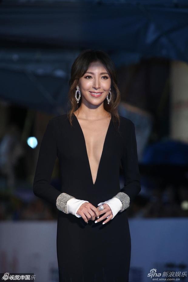 Dàn mỹ nhân xứ Đài váy áo lộng lẫy, đọ sắc tại thảm đỏ Kim Chung lần thứ 51 - Ảnh 16.