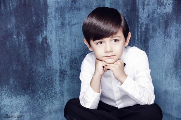 Hoàng tử bé Nặc Nhất đáng yêu phát hờn trong loạt ảnh mừng sinh nhật - Ảnh 5.