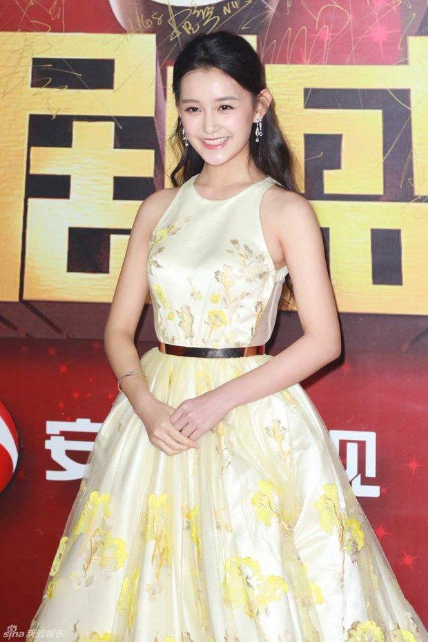 Đường Yên - La Tấn ngọt ngào đến đáng ghen tị, Trần Kiều Ân khoe tóc mái bằng trẻ như gái 20 - Ảnh 18.
