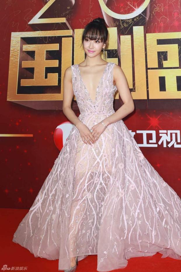 Đường Yên - La Tấn ngọt ngào đến đáng ghen tị, Trần Kiều Ân khoe tóc mái bằng trẻ như gái 20 - Ảnh 8.