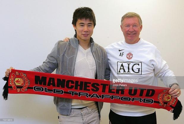 Giấc mơ tan vỡ của sao Trung Quốc đầu tiên ký hợp đồng với Man Utd - Ảnh 2.