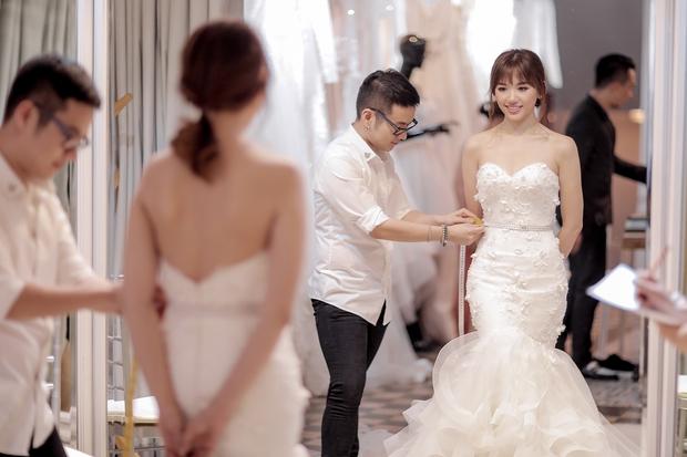 Trấn Thành đặt riêng hai mẫu váy cưới đặc biệt dành tặng Hari Won - Ảnh 4.