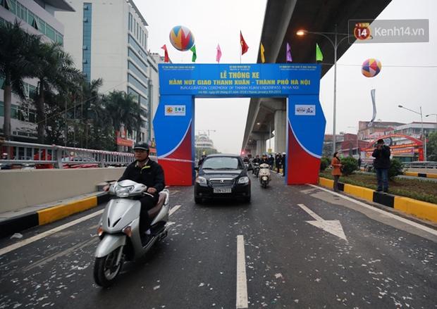 Chính thức thông xe hai hầm chui lớn nhất Hà Nội - Ảnh 8.