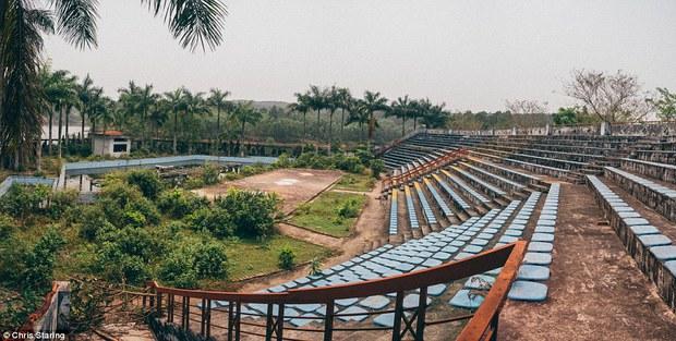 Thêm những hình ảnh rùng rợn của công viên nước bỏ hoang tại Việt Nam lên báo nước ngoài - Ảnh 9.