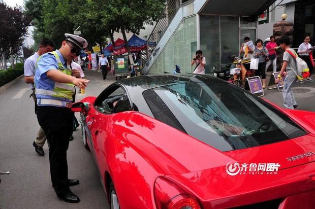 Dàn siêu xe chưa kịp tiếp sức mùa thi đã bị cảnh sát đuổi đi chỗ khác - Ảnh 5.
