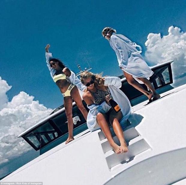 Con gái Donald Trump và hội con nhà giàu Mỹ vui chơi hết mình trong những bữa tiệc mùa hè xa hoa - Ảnh 12.
