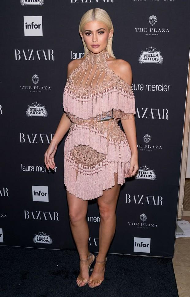 Bạn sẽ không thể nhận ra chị em Kendall & Kylie khi họ tham gia kỳ fashion week đầu tiên 5 năm trước - Ảnh 8.