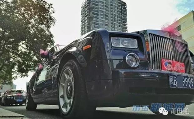 Đám cưới nhà giàu toàn Rolls-Royce siêu sang, cô dâu cổ đeo trĩu vàng - Ảnh 8.