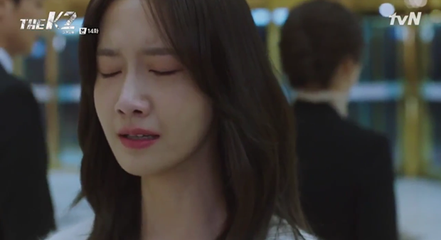 """""""K2"""": Ji Chang Wook bất lực nhìn Yoona bị kẻ thù bắt cóc - Ảnh 8."""