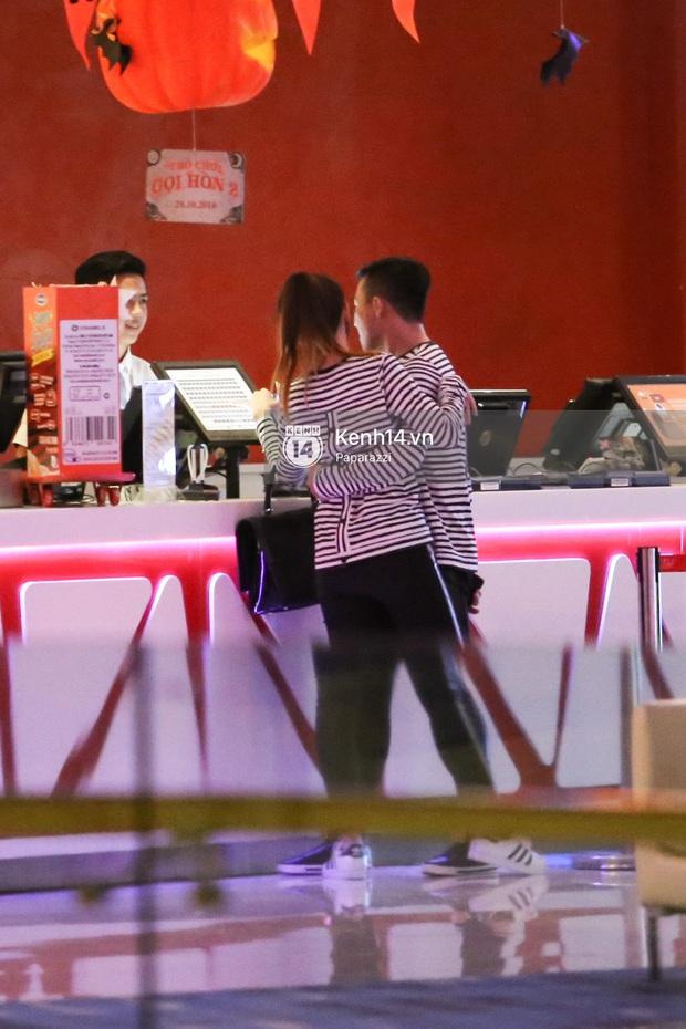 Bắt gặp Hari Won - Trấn Thành diện đồ đôi, vô tư âu yếm nhau ở rạp chiếu phim - Ảnh 8.