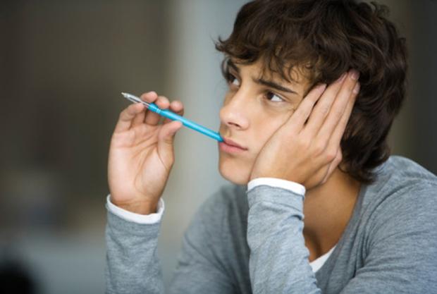 Đây là lý do bạn cần từ bỏ ngay thói quen ngậm bút - Ảnh 2.