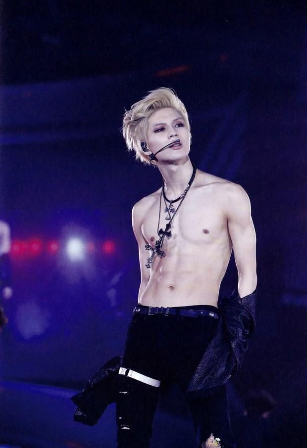 Những nghệ sĩ nam Hàn không thể ngừng phanh áo, khoe múi bụng săn chắc - Ảnh 17.