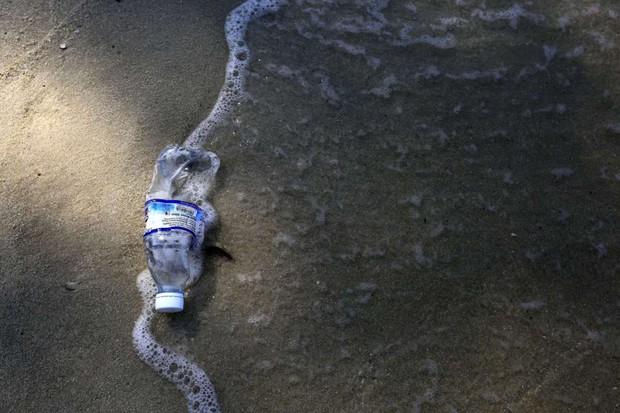 Loạt ảnh chấn động cho thấy đại dương đang trở thành hố rác khổng lồ của nhân loại - Ảnh 9.