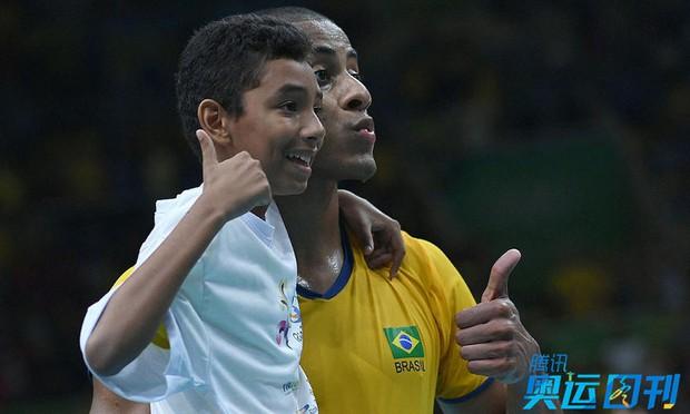 Những khoảnh khắc ngọt ngào và xúc động trên sàn đấu Olympic - Ảnh 9.