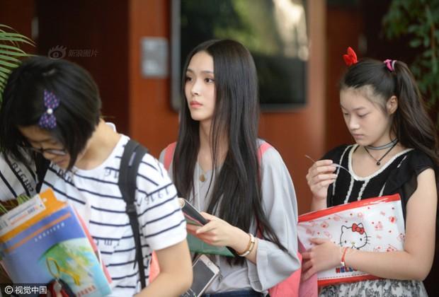 Những nữ sinh xinh đẹp trong ngày báo danh ở lò đào tạo minh tinh hàng đầu Trung Quốc - Ảnh 17.