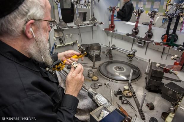Đột nhập xưởng chế tác kim cương lớn nhất nước Mỹ, nơi mỗi chiếc nhẫn có giá lên tới 66 tỷ đồng - Ảnh 9.