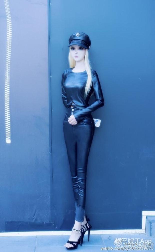 Sau anh chàng mặt rắn, đến lượt cô búp bê Barbie mang trong mình 1/4 dòng máu Nga khuấy đảo mạng xã hội - Ảnh 8.