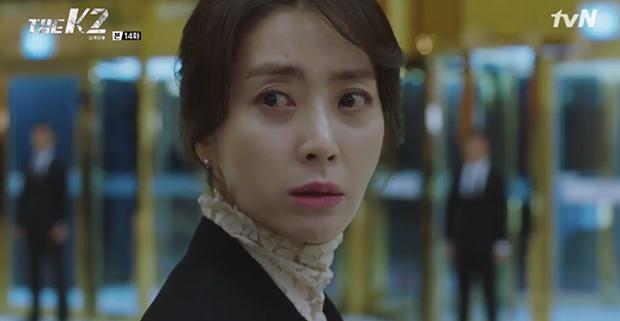 """""""K2"""": Ji Chang Wook bất lực nhìn Yoona bị kẻ thù bắt cóc - Ảnh 9."""