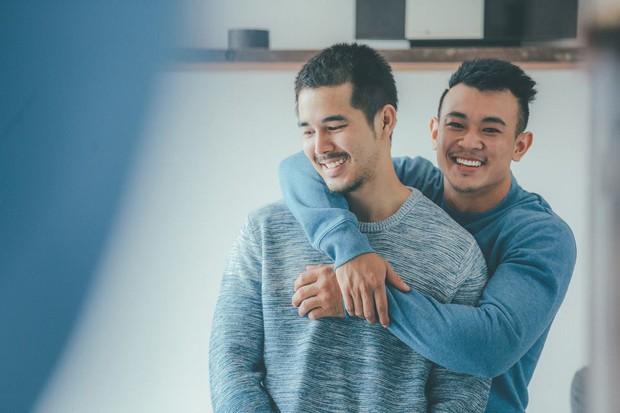 Bộ ảnh tình yêu giản dị mà ngọt ngào của cặp đôi đồng tính đẹp như soái ca - Ảnh 3.