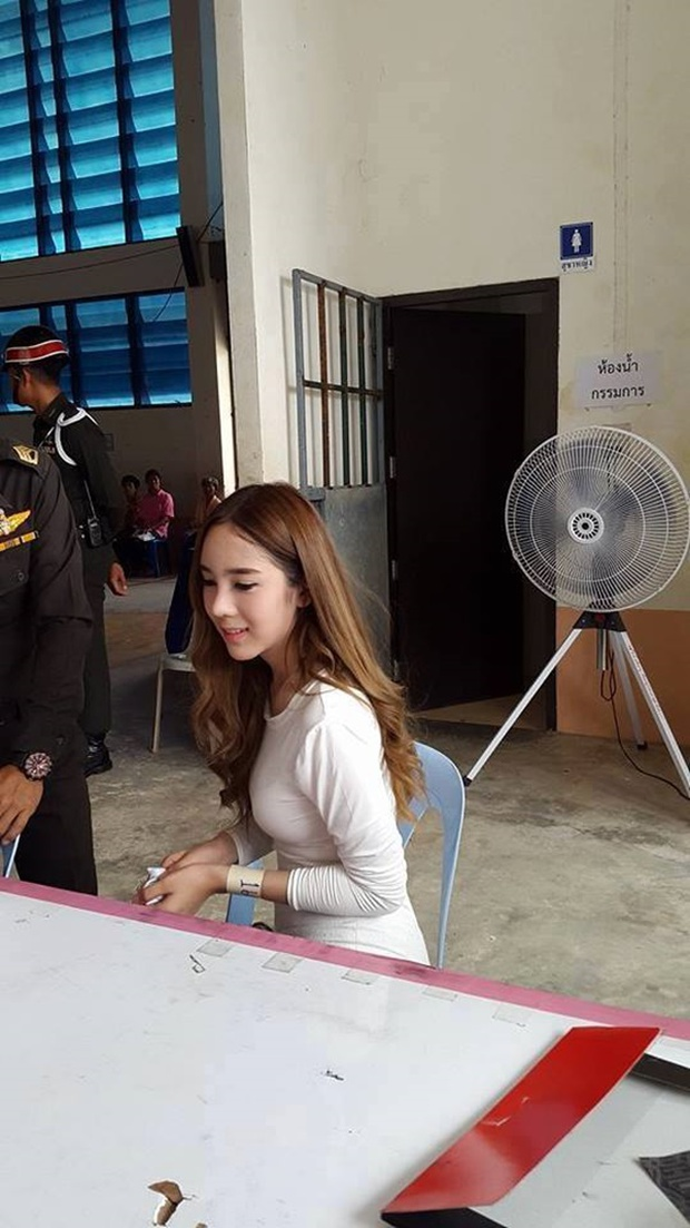 Những bóng hồng chuyển giới trong ngày xét tuyển nghĩa vụ quân sự tại Thái Lan - Ảnh 7.
