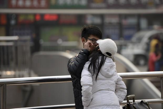 Những nụ hôn tạm biệt ở ga tàu Trung Quốc mùa về quê ăn Tết - Ảnh 9.