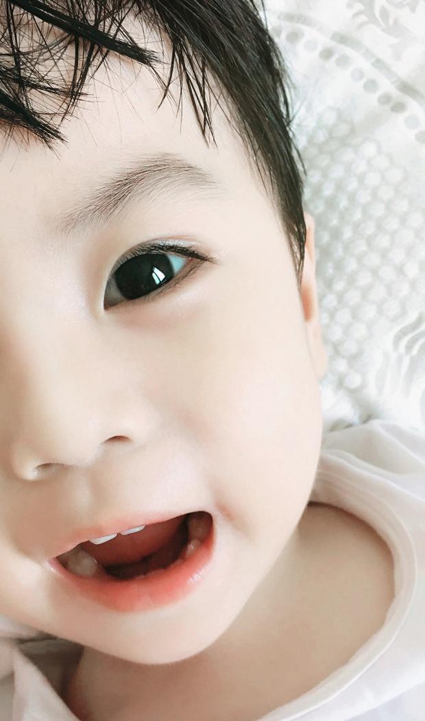 Gia đình bố đẹp trai, mẹ xinh gái, con đáng yêu khiến người khác phải khóc ròng ghen tị - Ảnh 3.