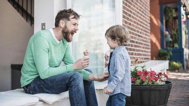 Cha nói rằng con trai mình là kẻ thua cuộc, và cách ứng xử của một người lạ khiến tất cả phải thán phục - Ảnh 2.