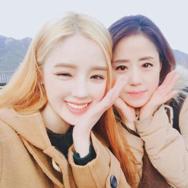 Có một cặp mẹ con đến từ Hàn Quốc cùng xinh như hot girl thế này! - Ảnh 1.