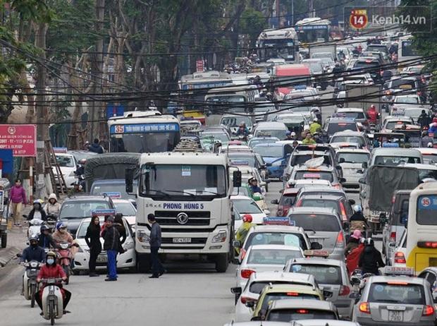Ám ảnh tắc đường ở thủ đô những ngày giáp tết - Ảnh 15.