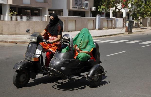 Chùm ảnh: Những hình ảnh nắng nóng khủng khiếp chỉ có ở Ấn Độ - Ảnh 15.