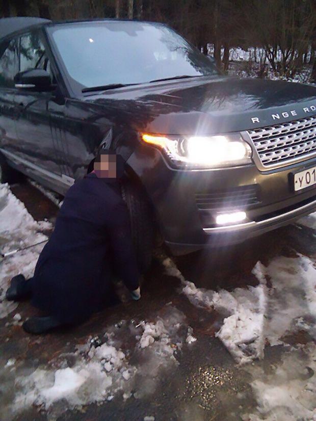 Tai nạn hi hữu: Một người đàn ông Nga bị kẹt đầu vào bánh xe dẫn đến tử vong - Ảnh 2.