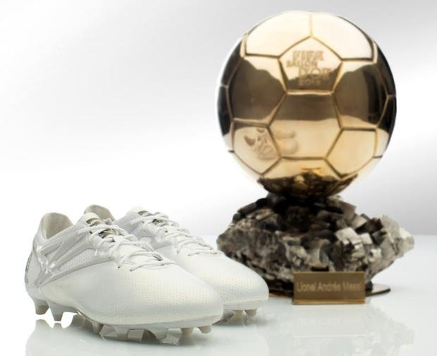 Adidas tặng Messi giày thửa tuyệt đẹp mừng Quả bóng vàng FIFA - Ảnh 2.