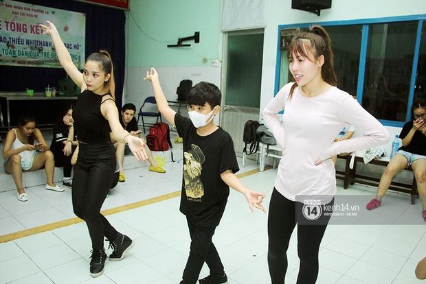 Trò cưng Đông Nhi luyện hát, nhảy, tập với Hương Tràm tới khuya - Ảnh 5.