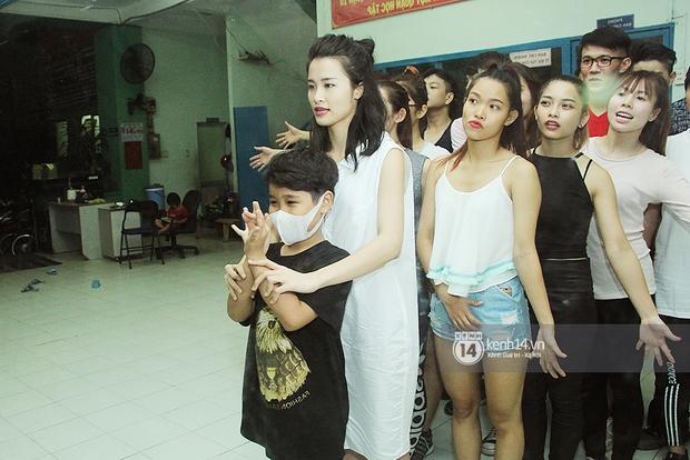 Trò cưng Đông Nhi luyện hát, nhảy, tập với Hương Tràm tới khuya - Ảnh 4.